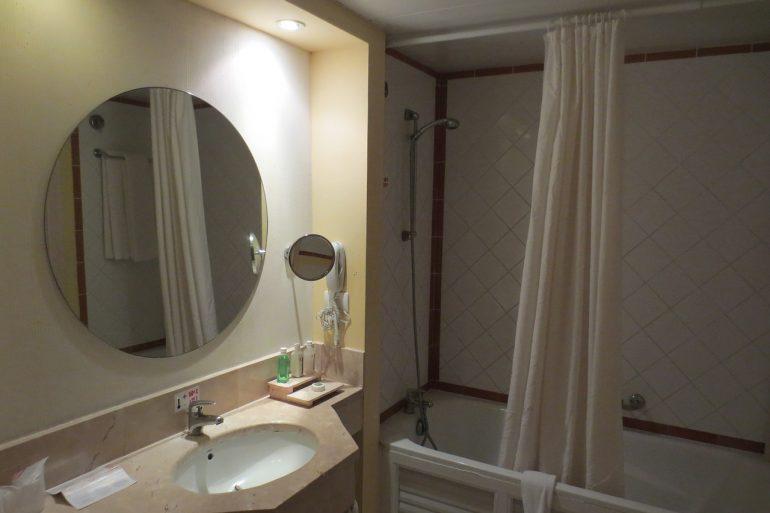 Specchio in bagno: la parola del feng shui - Blog Rubinetteria.com