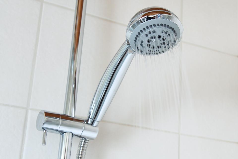 Come sostituire con il fai da te il flessibile della doccia