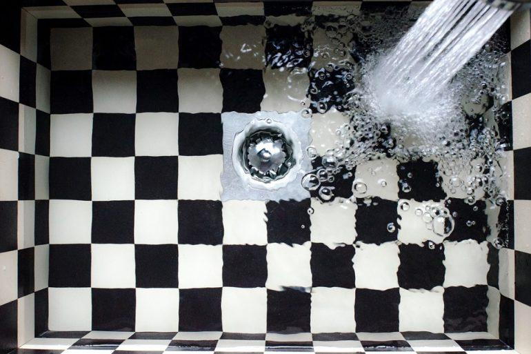 Cosa fare quando lo scarico della doccia intasato - Scarico cucina intasato ...