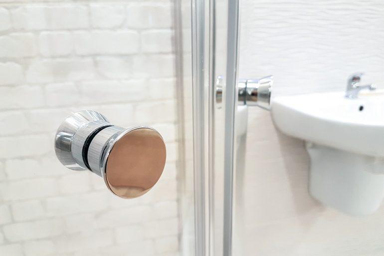 Piatti doccia angolari perché sceglierli per i piccoli bagni