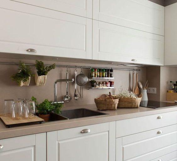 I migliori metodi per pulire i mobili in legno della cucina