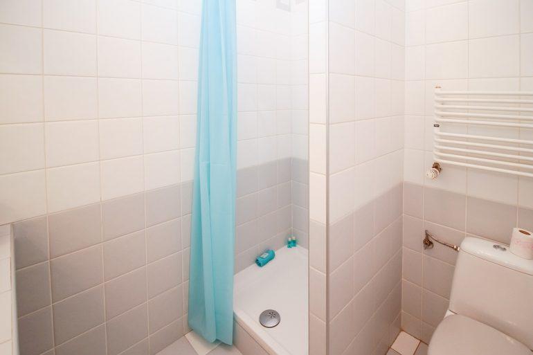 Tende Da Doccia Originali : Soluzioni per schermare la doccia con stile
