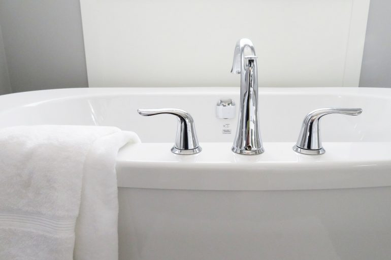 Vasca Da Bagno Otturata : Come smaltare e lucidare la vasca da bagno rubinetteria